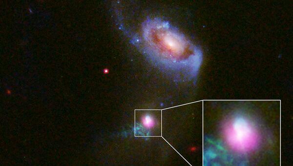 Сверхмассивная черная дыра в центре галактики SDSS J1354 + 1327 дважды выплюнула падающий на нее газ