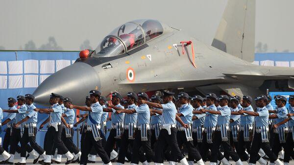Истребитель Су-30МКИ ВВС Индии во время генеральной репетиции парада на окраине Нью-Дели