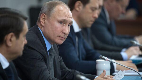 Владимир Путин во время заседания президиума Государственного совета РФ. Архивное фото