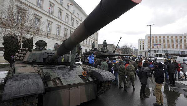 Польский танк PT-91 в Варшаве
