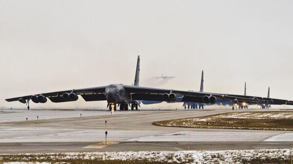 Американские бомбардировщики B-52, способные нести ядерное оружие. Архивное фото