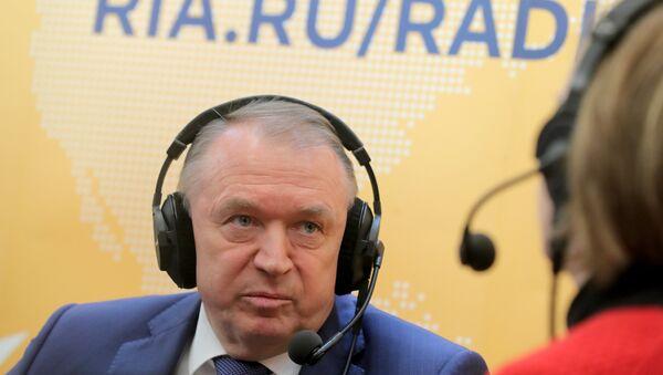 Президент Торгово-промышленной палаты РФ Сергей Катырин дает интервью в студии радио Sputnik на полях недели российского бизнеса 2018