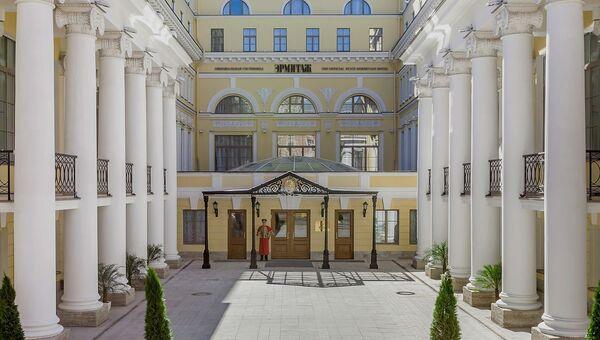 Вход в официальную гостиницу Государственного Эрмитажа
