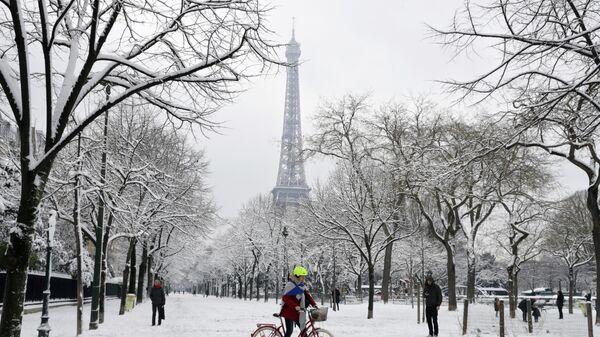 Последствия снегопада в Париже, Франция. 7 февраля 2018. Архивное фото