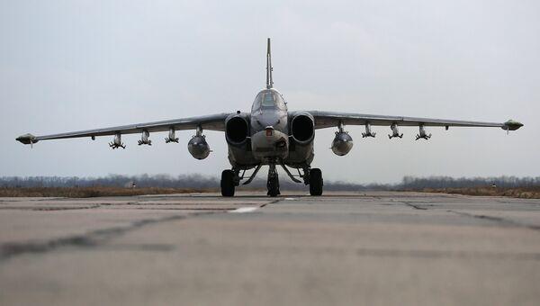 Штурмовик Су-25 во время летно-тактических учений в Краснодарском крае