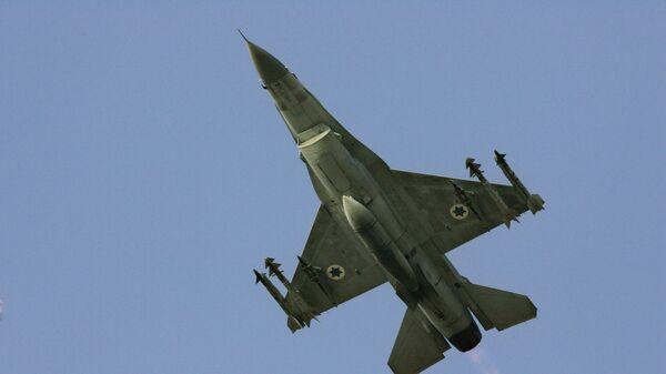Израильский боевой самолет F-16. Архивное фото