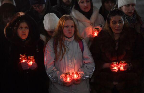 Акция памяти о жертвах крушения самолета Ан-148 Саратовских авиалиний в Подмосковье