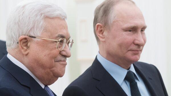 Президент РФ Владимир Путин и президент Палестины Махмуд Аббас
