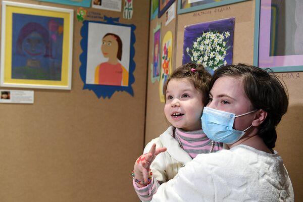 Для каждого ребенка, который проходит лечение, покинуть территорию больницы — уже большой праздник, а принять участие в выставке кажется чем-то особенным
