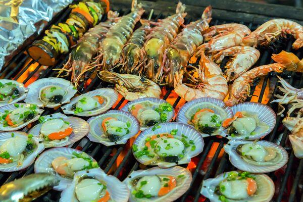 Свежие морепродукты на гриле