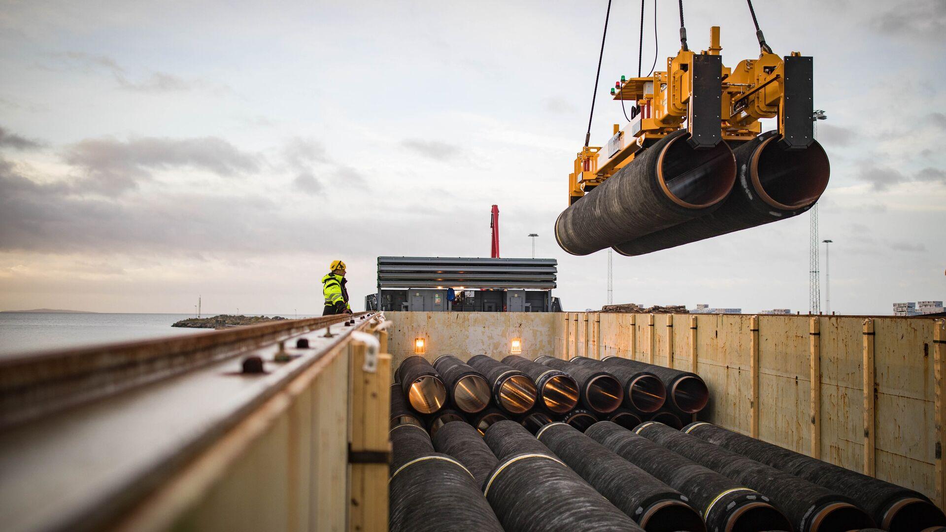 Трубы для строительства газопровода Северный поток — 2 в порту Мукран, Германия - РИА Новости, 1920, 19.01.2021