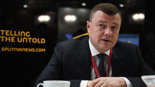 Губернатор Тамбовской области Александр Никитин во время интервью на Российском инвестиционном форуме в Сочи