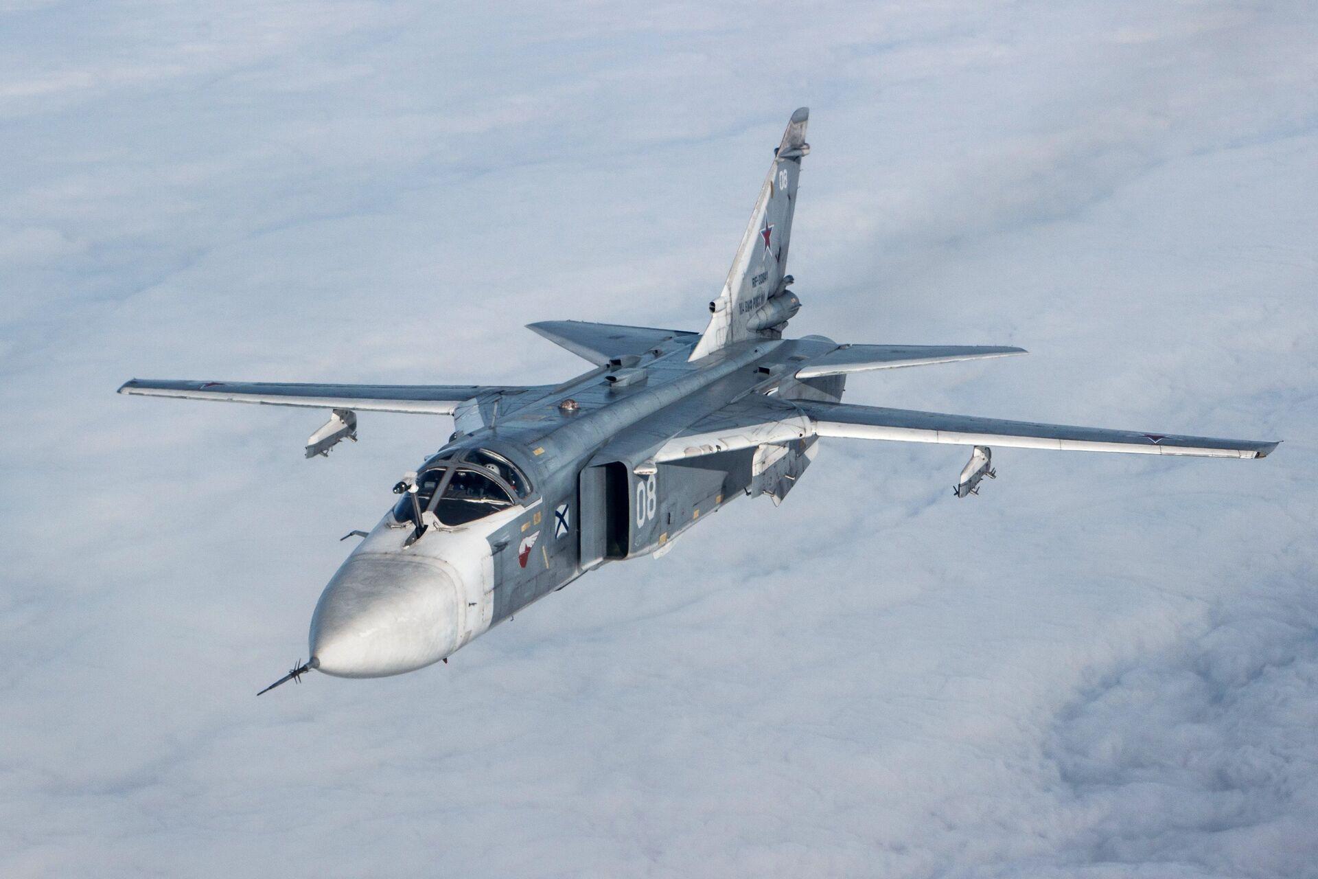 Тактический фронтовой бомбардировщик Су-24М во время лётно-тактических учений - РИА Новости, 1920, 23.06.2021