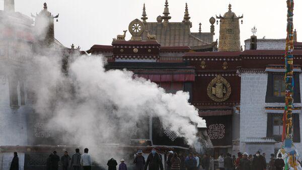 Буддийский храм и монастырь Джоканг в Тибете. Архивное фото