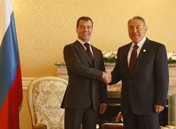Президенты России Дмитрий Медведев и Казахстана Нурсултан Назарбаев