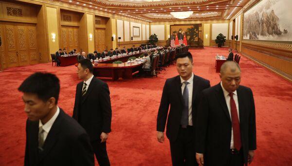 Сотрудники китайских спецслужб. Архивное фото