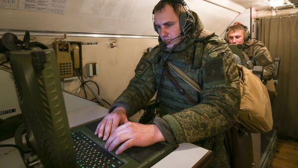 Военнослужащие во время учений. Архивное фото