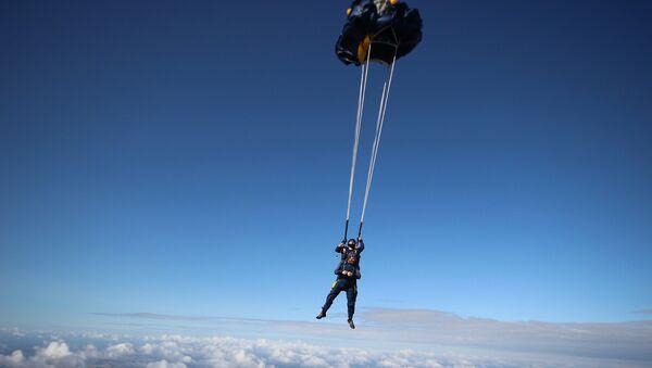 Прыжки с парашютом. Архивное фото