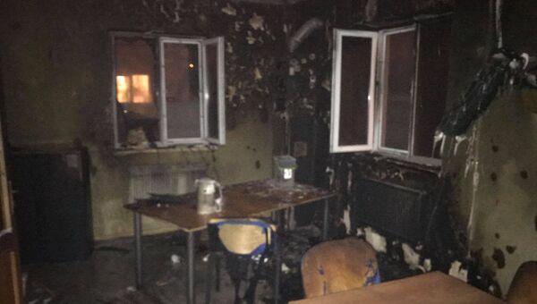 На месте пожара в здании, где расположена редакция местного издания Четвертая власть, в городе Ровно, Украина. 23 февраля 2018