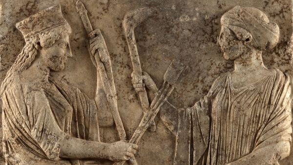 Барельеф с изображением Деметры и Персефоны, первая половина 5-го века до нашей эры