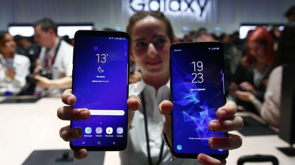 Новые смартфоны Galaxy S9 и S9+ на мероприятии Samsung Galaxy Unpacked 2018 в Барселоне. 25 февраля 2018