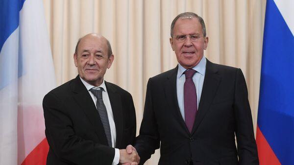 Министр иностранных дел Франции Жан-Ив Ле Дриан и министр иностранных дел РФ Сергей Лавров