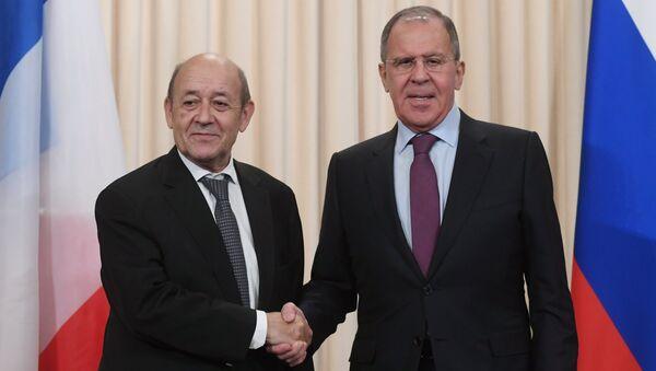 Министр иностранных дел Франции Жан-Ив Ле Дриан и министр иностранных дел РФ Сергей Лавров. Архивное фото