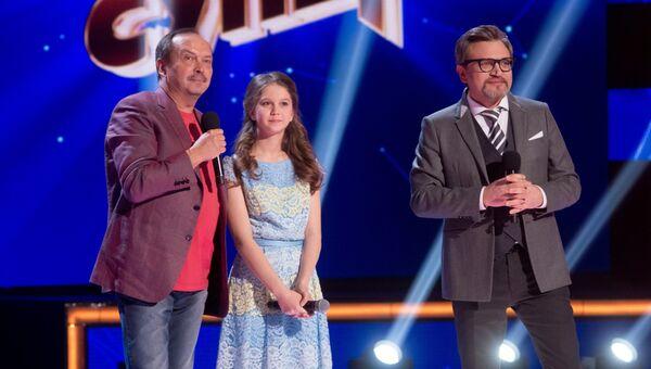Телеведущий Андрей Козлов и участница конкурса Ты супер! Альбина Проценко на съемках