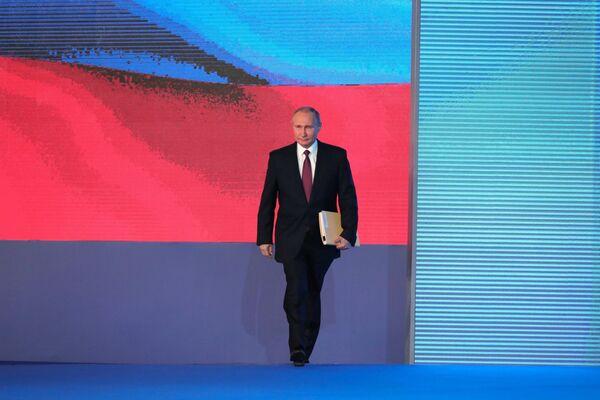 Владимир Путин перед началом выступления с ежегодным посланием Федеральному Собранию в ЦВЗ Манеж. 1 марта 2018