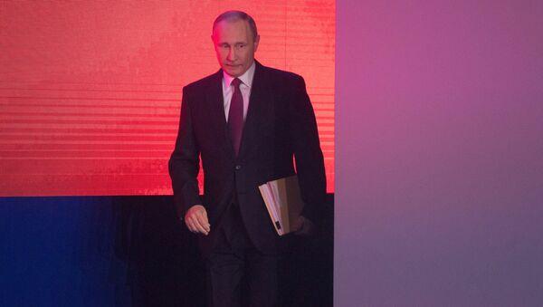 Президент РФ Владимир Путин перед началом выступления с ежегодным посланием Федеральному Собранию в ЦВЗ Манеж. 1 марта 2018