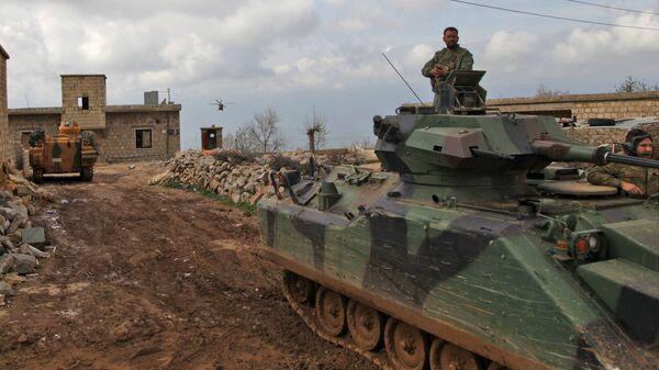 Турецкие танки и вертолеты продвигаются в деревню Аль-Маабатлы в регионе Африн. Архивное фото