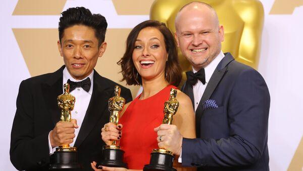 Кадзухиро Цудзи, Люси Сиббик и Дэвид Малиновски на церемонии вручения премии Оскар