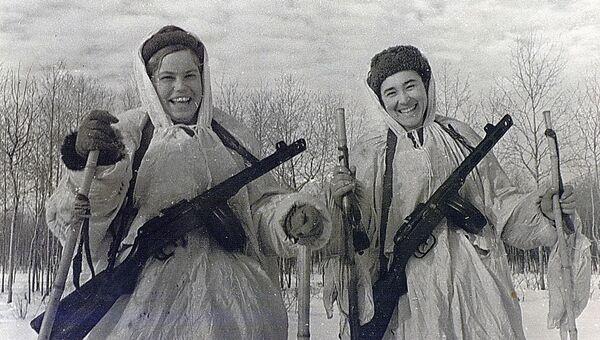 Фотография героинь – десантниц, орденоносцев Гали Метляевой и Жени Леоновой