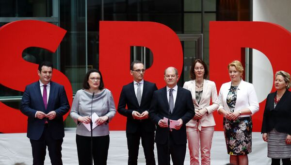 Исполняющие обязанности сопредседателей СДПГ Андреа Налес и Олаф Шольц представляют будущих министров в правительстве канцлера Ангелы Меркель, Германия. 9 марта 2018