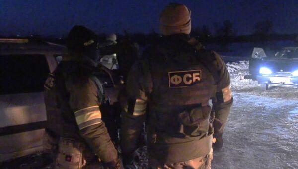 Сотрудники ФСБ РФ на месте происшествия, где члены законспирированной террористической ячейки оказали сопротивление сотрудникам спецслужб и получили ранения, несовместимые с жизнью. 11 марта 2018