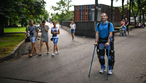 Режим автоматической ходьбы, при которой повторяется максимально естественный паттерн передвижения человека, позволяет некоторым пациентам восстановить двигательную активность.