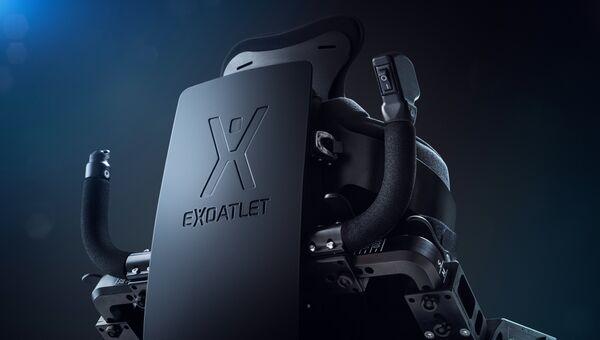 Общий вид и детали экзоскелета, разработанного компанией «ЭкзоАтлет» для реабилитации людей споследствиями перенесенного инсульта, травмой спинного мозга, ДЦП, рассеяннымсклерозом.