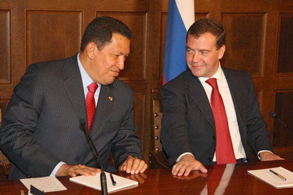 Президенты Венесуэлы Уго Чавес и России Дмитрий Медведев