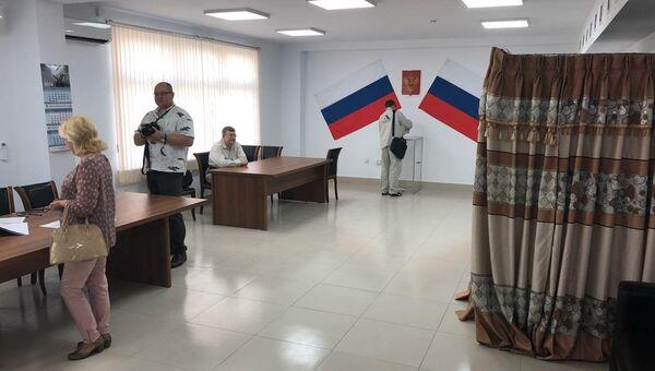 Избирательный участок по досрочному голосованию на выборах президента РФ на строительной площадке АЭС Руппур в Бангладеш