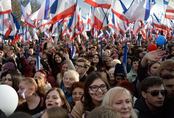 Участники митинга в Севастополе в честь годовщины воссоединения Крыма с Россией