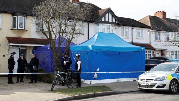Полиция возле дома Николая Глушкова на окраине Лондона