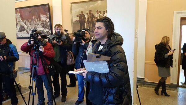 Николай Цискаридзе на избирательном участке в городе Артем, Приморский край