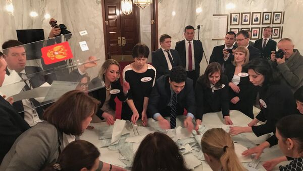 Подсчет бюллетеней на выборах президента России в США. 19 марта 2018 года