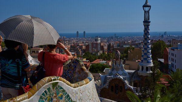Туристы в парке Гуэля в Барселоне