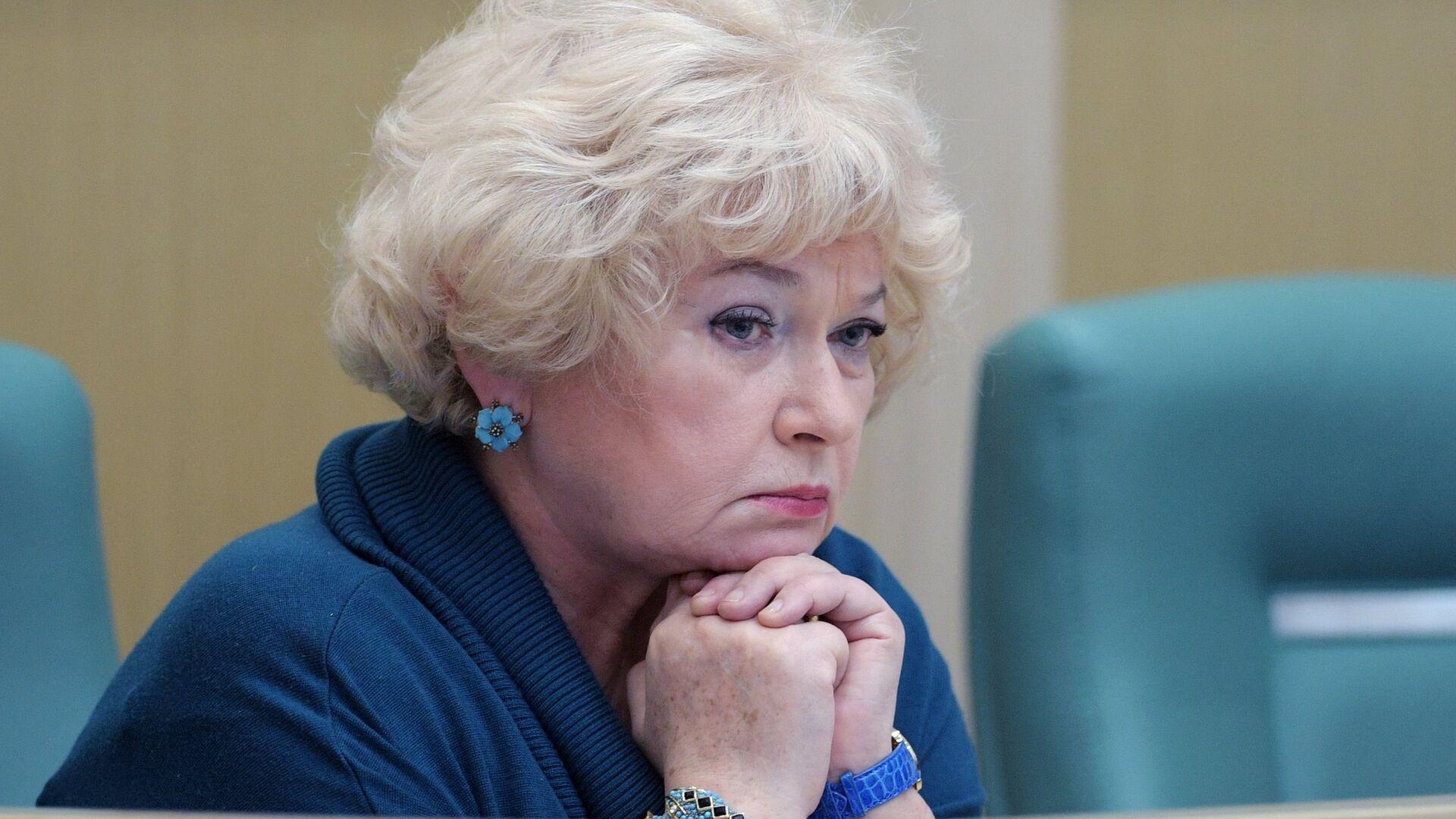 Начать с Нарусовой: Путин призвал прокуратуру внимательней следить за чиновниками