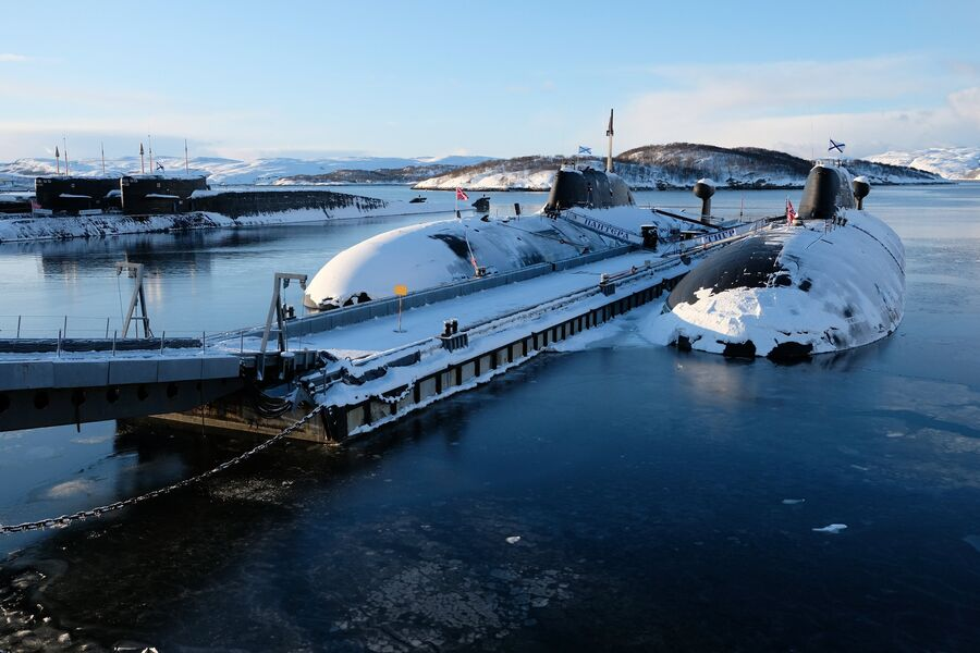 Подводные лодки проекта 971 Щука-Б Северного флота Российской Федерации у причала в городе Гаджиево