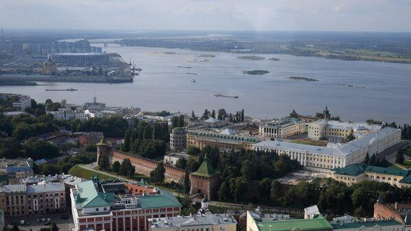 Вид на строящийся футбольный стадион Нижний Новгород и Нижегородский кремль