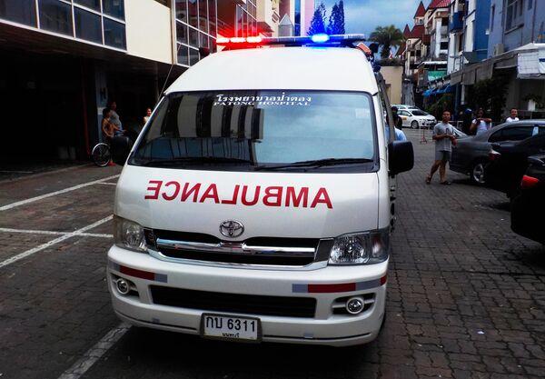 Машина скорой медицинской помощи на одной из улиц Патонга.