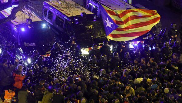 Участники акции протеста в Барселоне. 23 марта 2018