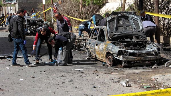 На месте взрыва автомобиля в северном портовом городе Александрия в Египте. 24 марта 2018